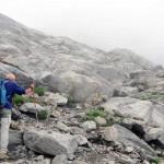 risalendo le rocce lisce