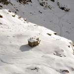 zoomata dalla vetta verso il rifugio arp