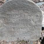 vecchia pietra con indicazioni