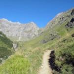 verso l'alpeggio sul fondo del vallone
