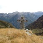 grossa croce in pietre