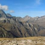 monte leone tra le nubi e le vette dell'alpe veglia