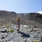 verso il pendio di rocce rotte