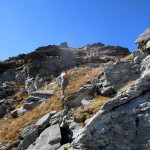 verso la roccia piatta isolata