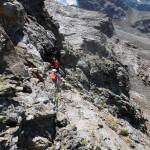 cenge esposte in discesa verso il pianoro di rocce rotte