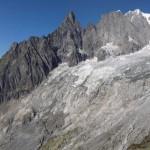 zoomata-su-ghiacciaio,cresta-di-peuterey-e-monte-bianco