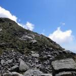 sul-promontorio-di-erba-e-rocce